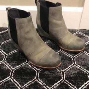 Sorel slip on leather winter boots